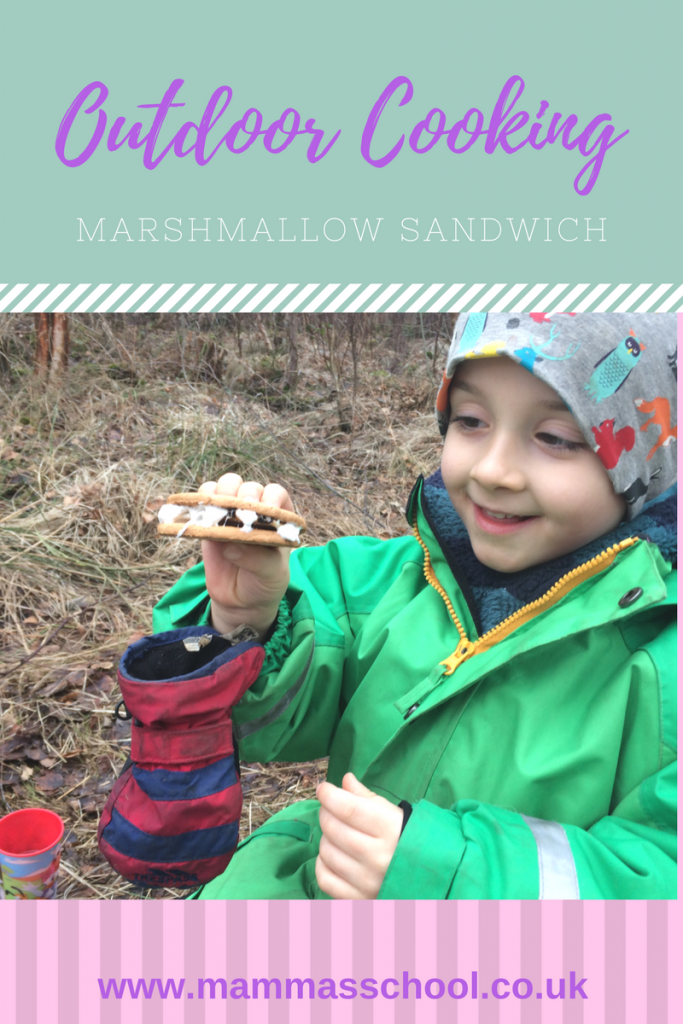 Marshmallow Sandwich, toasted marshmallows, marshmallows, campfire marshmallows, campfire cooking, s'mores, smores, www.mammasschool.co.uk