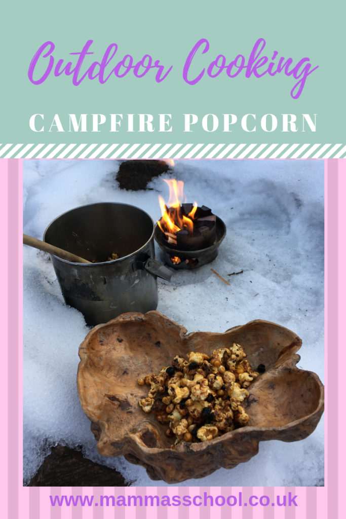 Campfire Popcorn - An Easy And Delicious Treat, Campfire popcorn, campfire food, campfire cooking, bushcraft, outdoor cooking, outdoor food, hiking, camping, www.mammasschool.co.uk