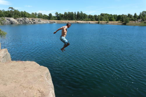 Man jump quarry cliff Torko