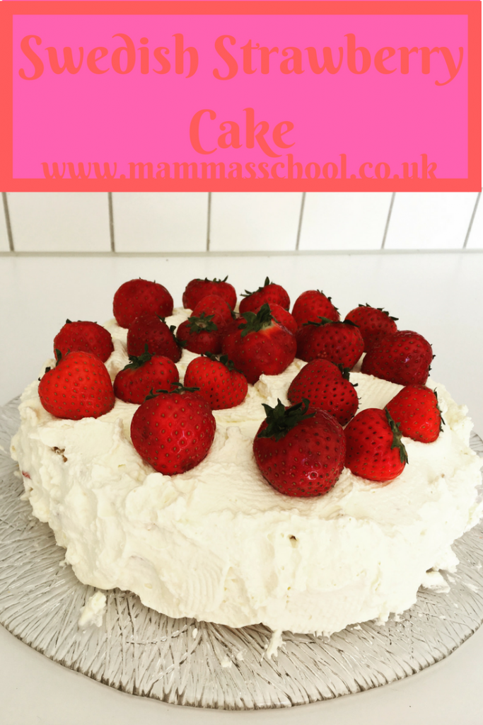 Swedish strawberry cake, midsummer cake, swedish midsummer cake, strawberry cake, summer cake, www.mammasschool.co.uk